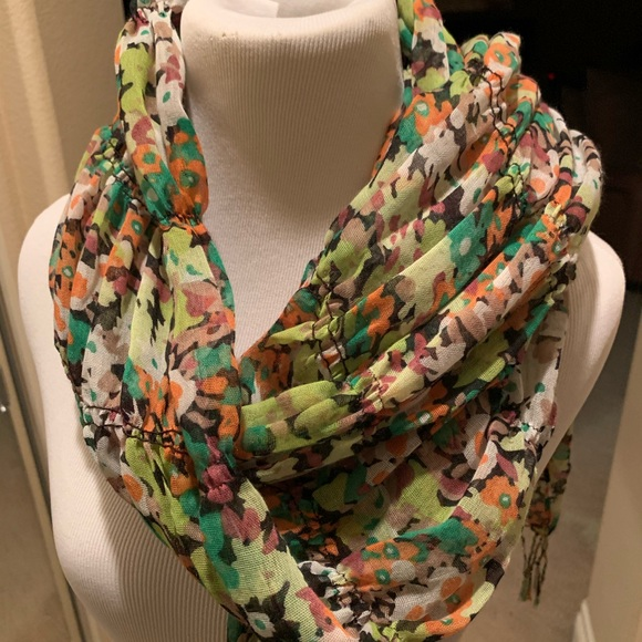 Charming Charlie Accessories - 🌺 💐 Floral light weight scarf